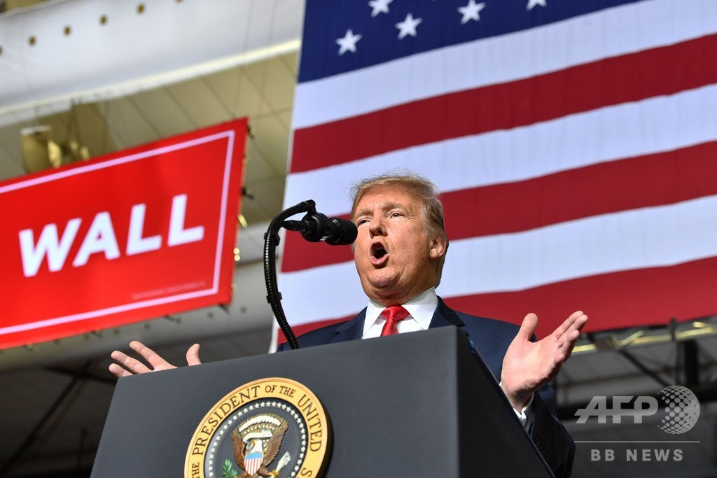 トランプ氏、非常事態宣言で壁建設へ 米政府発表