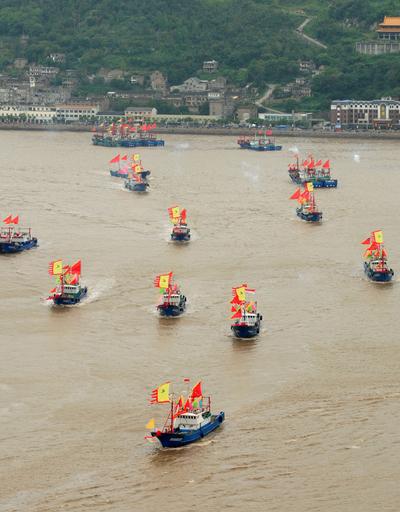尖閣周辺へ漁に向かう漁船、中国浙江省