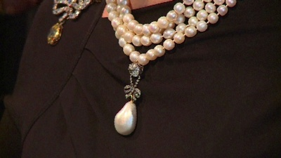 動画:マリー・アントワネットのペンダント、41億円で落札