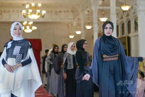 ムスリム衣装を披露、インドネシアでファッションショー