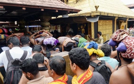 強硬派ヒンズー教徒、女性参拝を再び阻止 インド