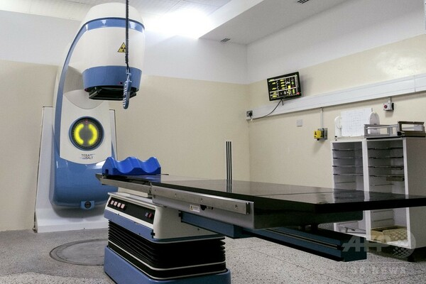 国内唯一のがん治療装置が故障、2年経て待望の新装置 ウガンダ