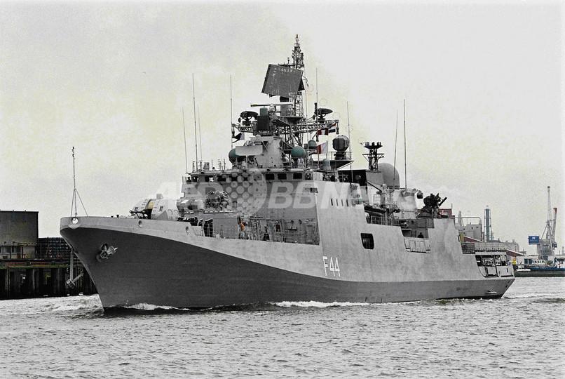 インド海軍、アデン湾で海賊「母船」を撃沈