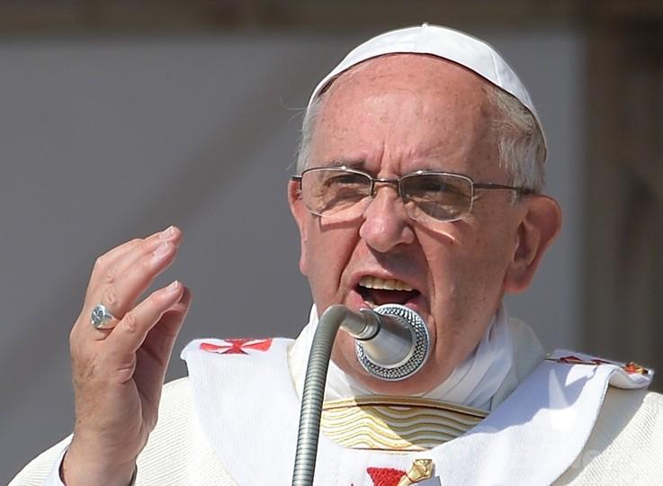 「マフィアは破門する」と法王、3歳児犠牲のイタリア南部を訪問