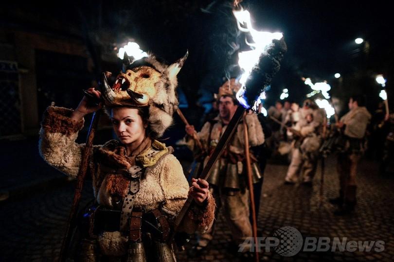春の訪れ祝う伝統の祭「クケリ」、ブルガリア