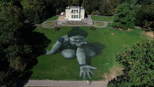 動画:レマン湖畔に難民支援の巨大アート、仏アーティスト