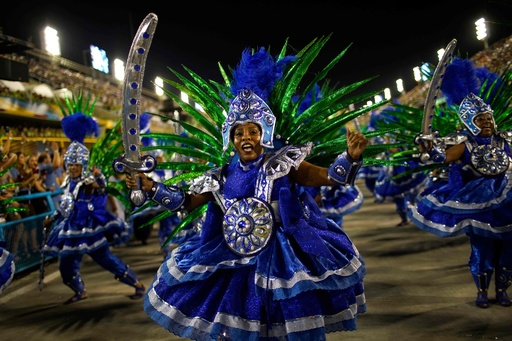 優勝目指してサンバパレード、リオのカーニバル