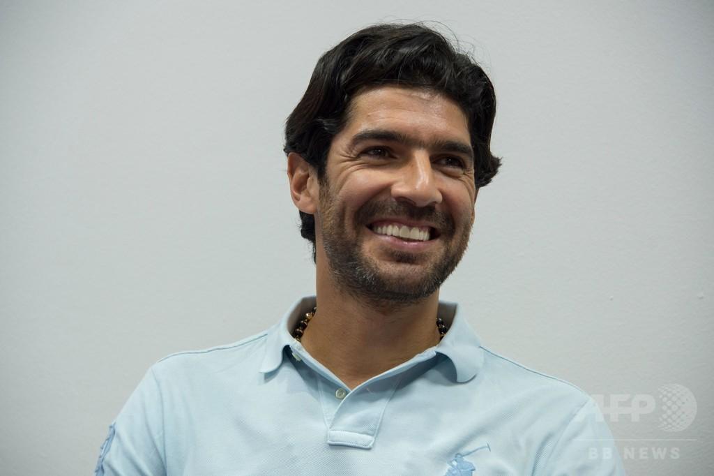 元ウルグアイ代表の流浪FWがギネス新記録、通算26クラブ目と契約