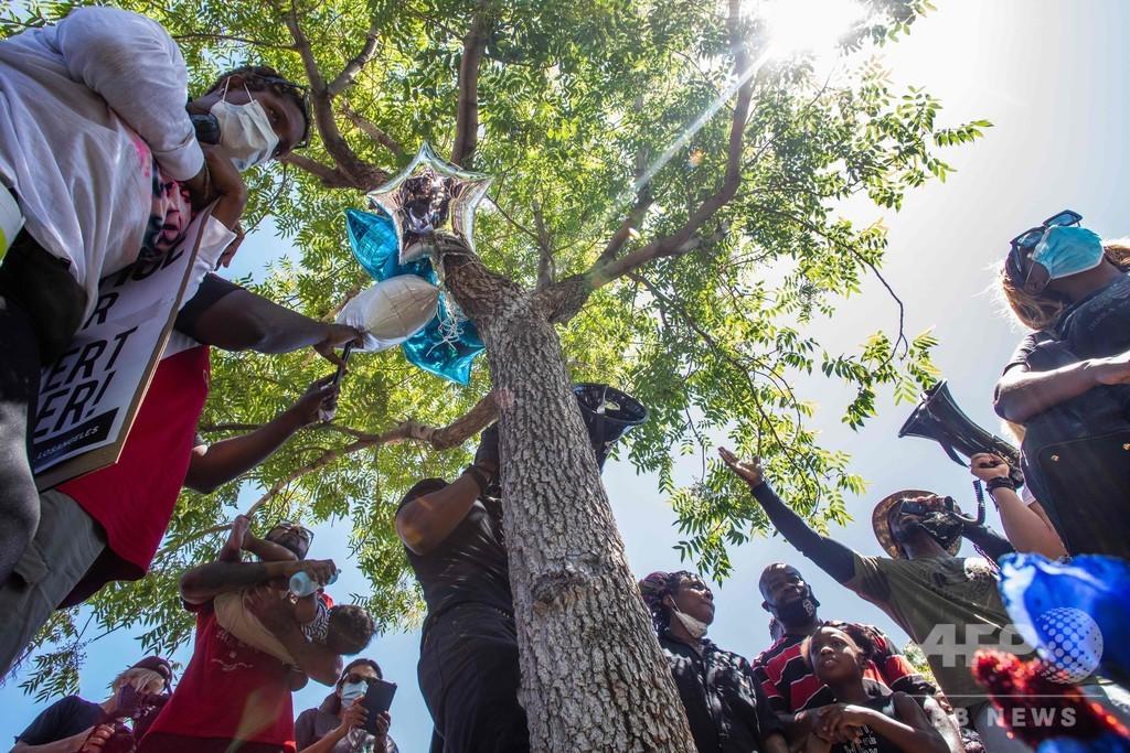 木からつり下がった黒人男性の遺体、徹底捜査へ 米