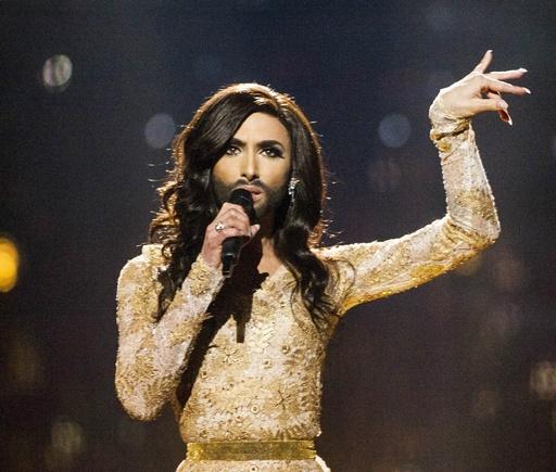 「ひげ面の女装歌手」が話題独占、欧州歌謡祭