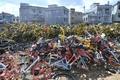 大量の解体済みシェア自転車が放置される 雲南・昆明