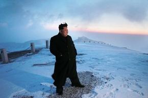 金第1書記、雪に覆われた白頭山に登頂
