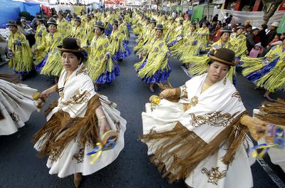 にぎやかにキリストをたたえる祭典、ボリビア