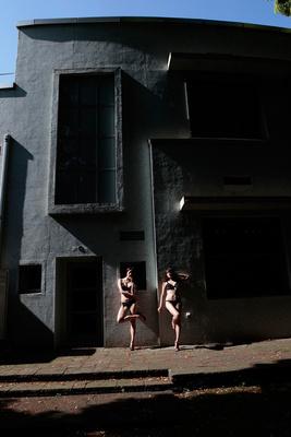 篠山紀信展「快楽の館」、原美術館で開催