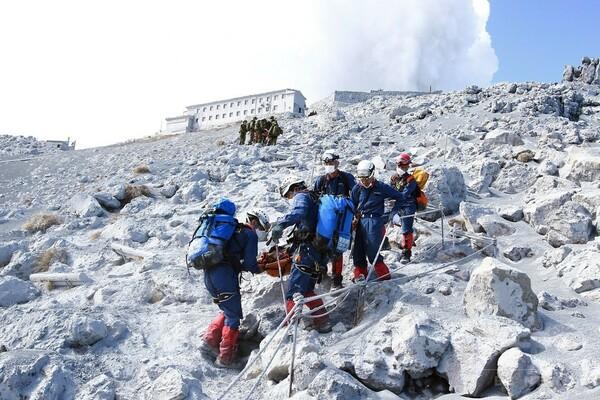 【写真特集】御嶽山が噴火、登山客が多数犠牲に