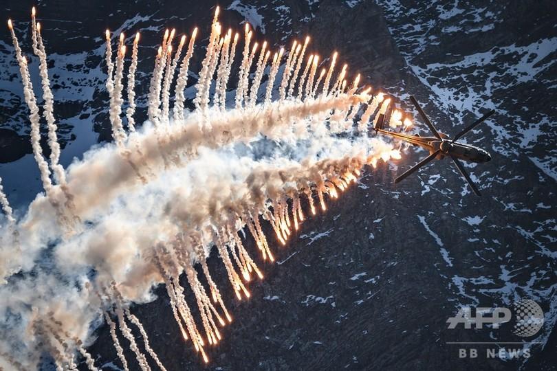 標高2200メートルで魅了、スイス空軍の航空ショー