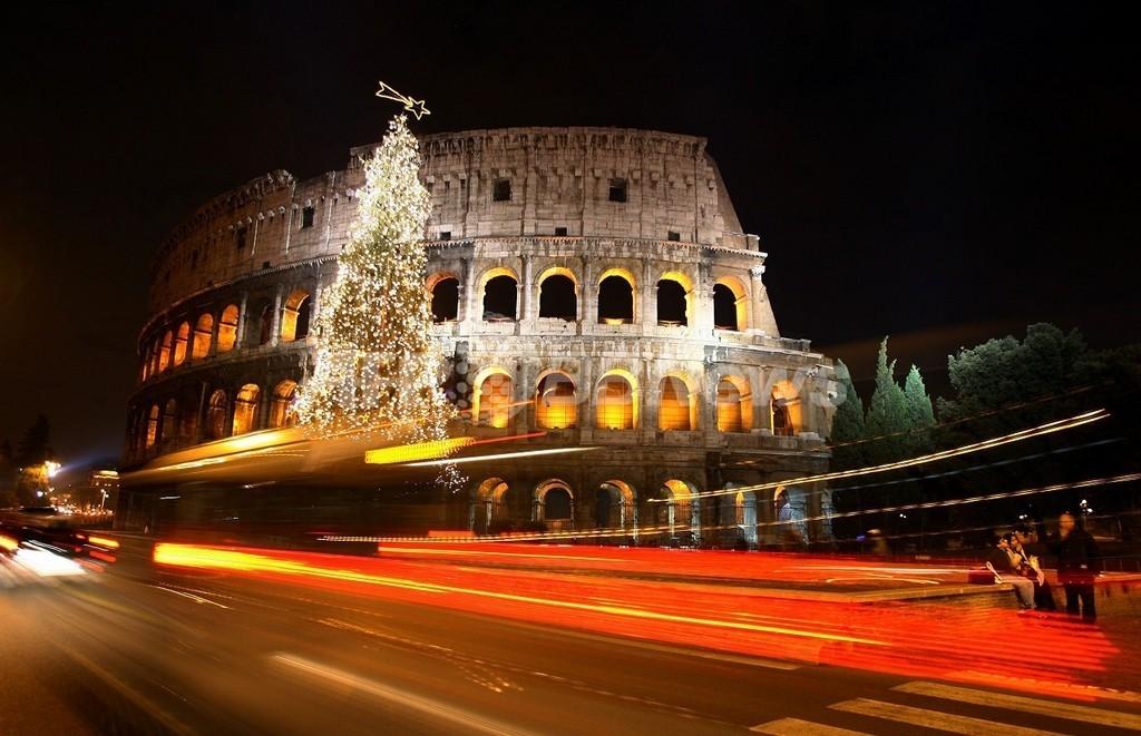 ローマ遺跡付近での飲食禁止に、叫ぶ・寝るも不可