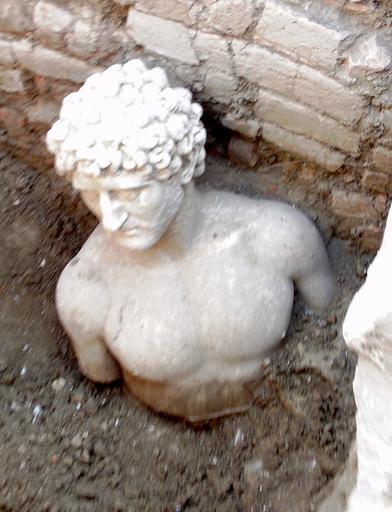 ローマ時代の胸像見つかる、アルバニア