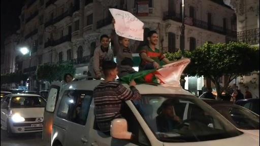 動画:ブーテフリカ大統領が辞任 アルジェリアで20年政権握る 祝福ムードに包まれた首都の映像