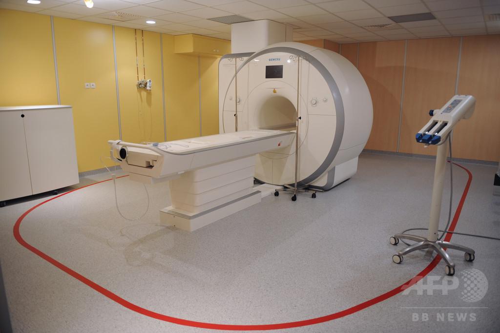 見舞いで病院訪れた男性、MRIの磁力に引き寄せられ死亡 インド