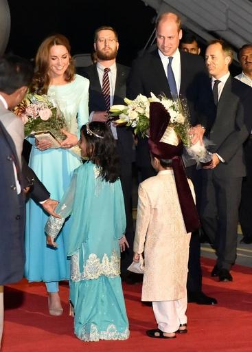 ウィリアム英王子夫妻、パキスタン訪問開始「過去最も複雑な外遊」