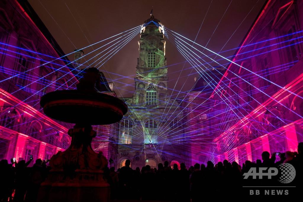 仏リヨンで「光の祭典」、聖母マリアの祝日で街全体がライトアップ