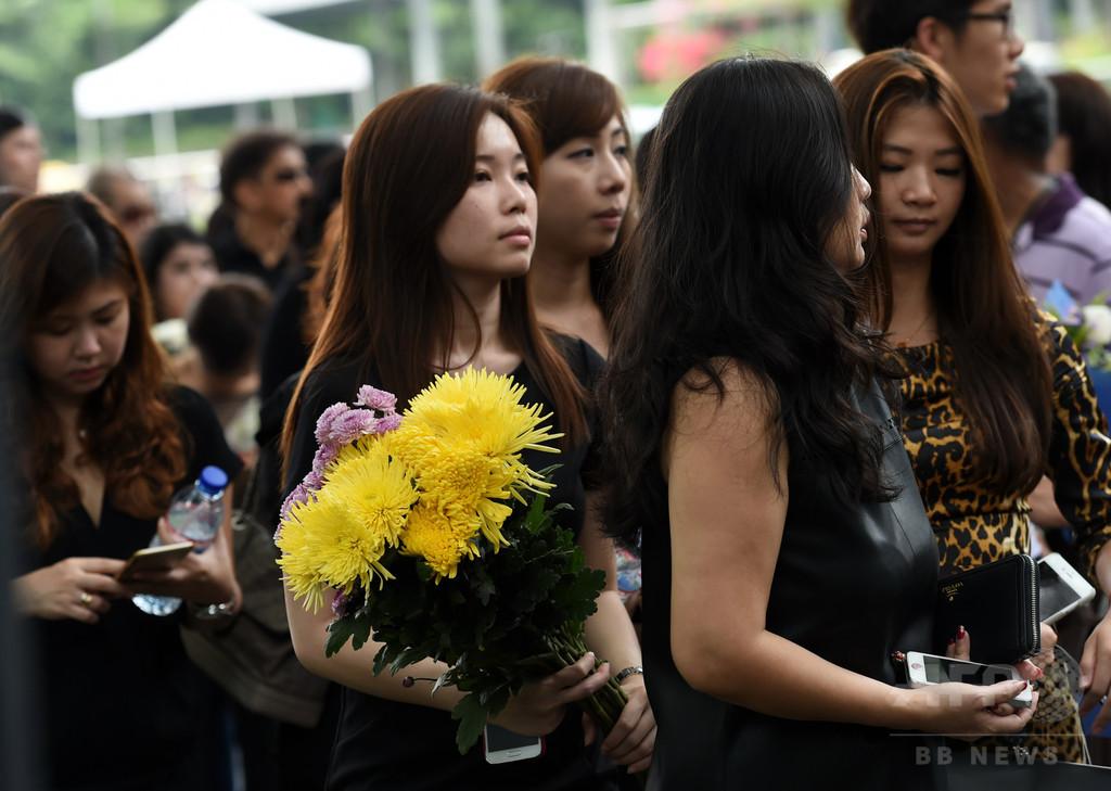リー・クアンユー元首相の冥福祈る市民、シンガポール