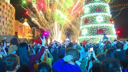 動画:盛大な花火でクリスマスシーズン突入、レバノン