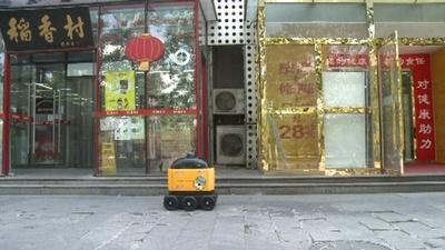 動画:ロボットが日用品を家まで宅配、中国・北京