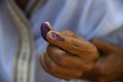 投票する政党を間違えた男性、怒りと失望で自分の指切断 インド総選挙