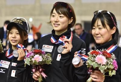 日本が女子チームパシュートで2位、スピードスケートW杯