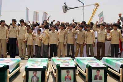イエメンでのバス攻撃、子どもたちの死者数は40人に 集団葬開催