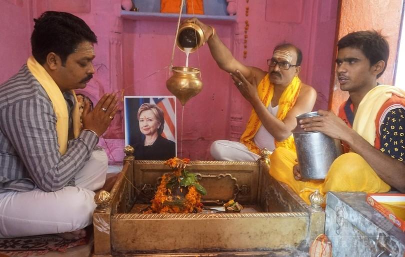 印ヒンズー教の聖地でクリントン氏勝利を祈願、米大統領選