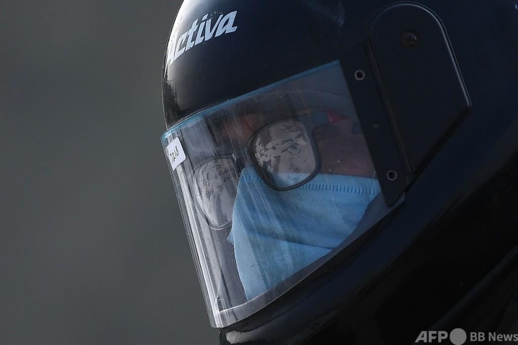 マスク非着用の罰金4倍に、インド首都 国内感染者は900万人突破