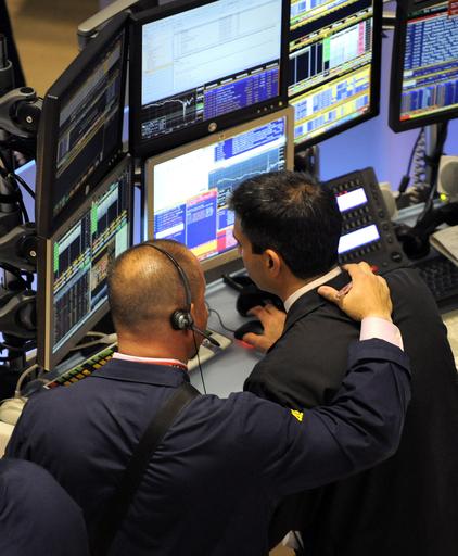 NY株急落から世界同時株安へ、原因究明続く