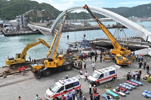 台湾・橋崩落で4人の遺体収容、2人が行方不明