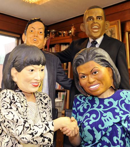 日米首脳夫妻が勢ぞろい、両夫人のゴムマスク発売へ