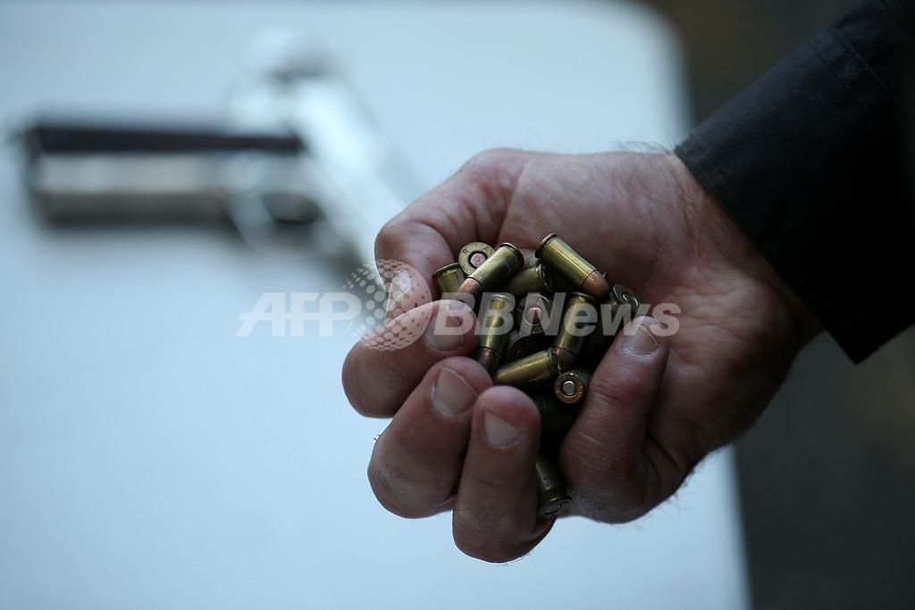 米中学生を殺人未遂で逮捕、学校に銃と弾薬400発持ち込む