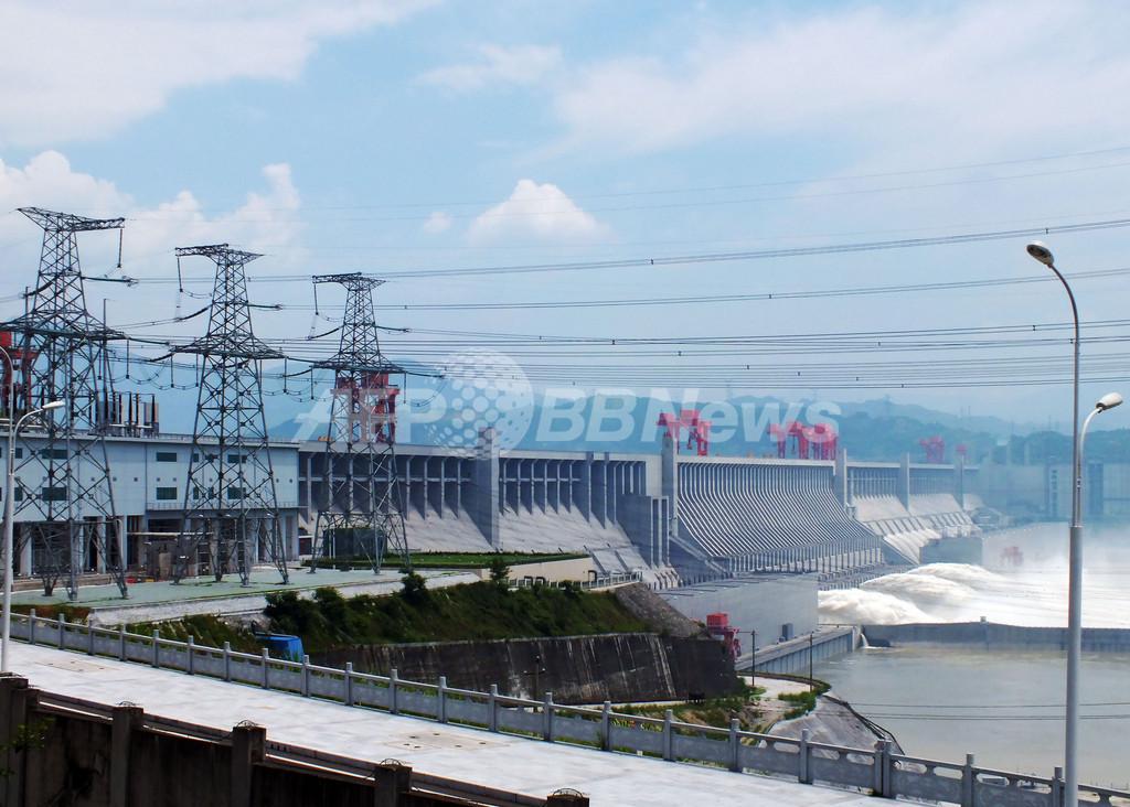 中国・三峡ダムが全面稼働、発電量は原発15基分