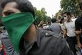 ムサビ氏支持者、テヘラン市内で警察と衝突 イラン大統領選に不信