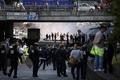 反「ウーバー」デモが暴徒化、タクシー運転手が道路封鎖 仏