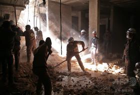 葬儀中に政府軍のロケット弾、16人死亡 シリア