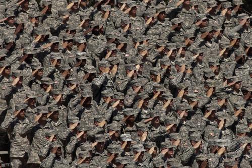 米陸軍、兵士4万人を削減へ 国防総省筋