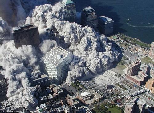 未公開の9.11米同時テロ空撮写真公開、WTC崩... 未公開の9.11米同時テロ空撮写真公開、