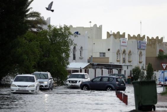 砂漠の国カタールで洪水、1日でほぼ1年分の降雨