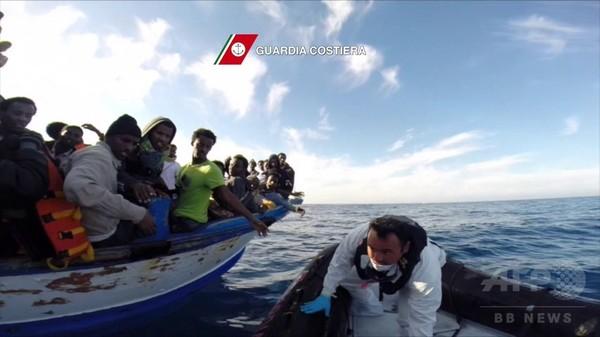 不法移民400人死亡か、リビア沖で船転覆 生存者が証言