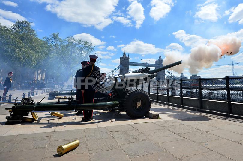 英ロンドン塔で祝砲、女王戴冠60周年