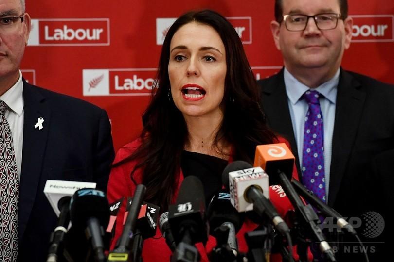 NZ女性新党首、メディアに出産の...
