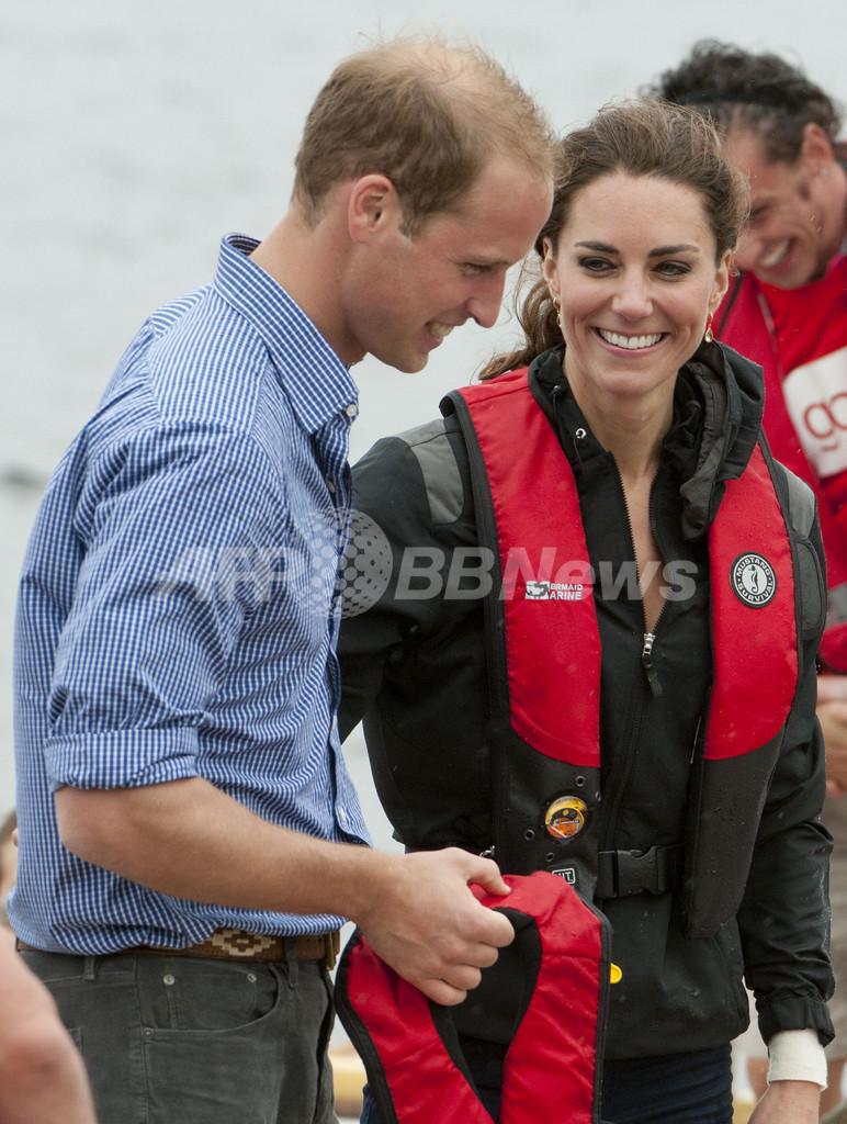 カナダ訪問中のウィリアム王子、ヘリの着水訓練に志願
