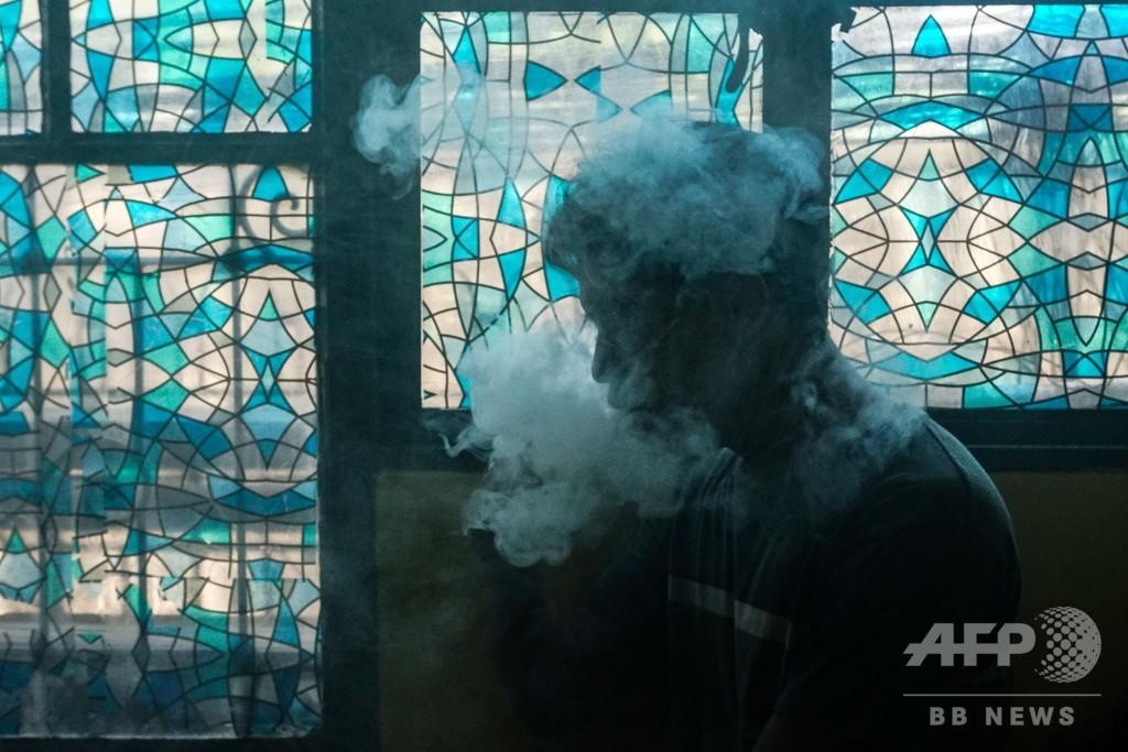 比、公の場での電子たばこ使用者逮捕へ 大統領が禁止命令